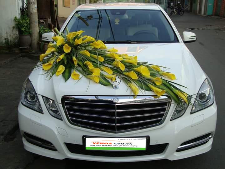 Thuê xe hoa Mercedes E250