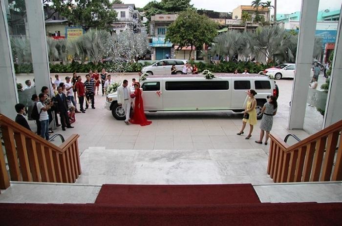 Tiệc cưới hoành tráng bằng siêu xe hammer